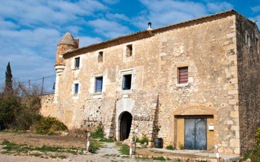 Costa-Brava-LEscala-Masia-facade