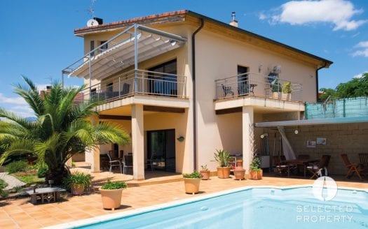 Besalu-Tortella-Pool-Garten