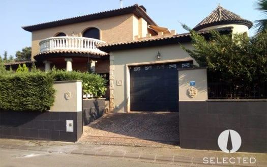 Girona-Vilobi-Fassade