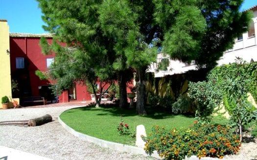 fortia-roses-masia-entrance